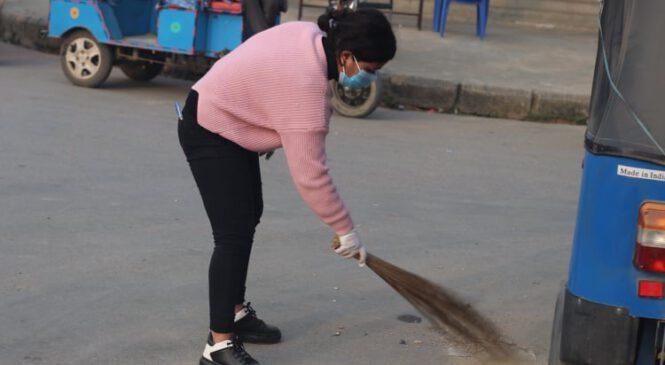 कोहलपुरको सरसफाईमा जुटे युवाहरु (फोटो सहित)